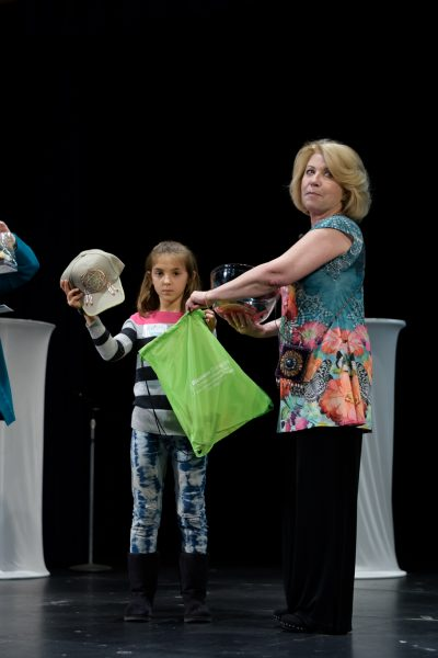 It's time for door prizes at PNW Women's Festival